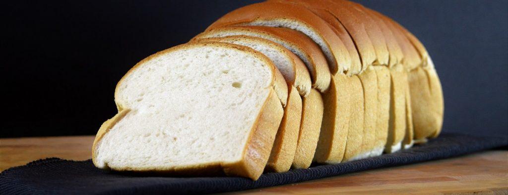 Tranche de pain de ménage blanc