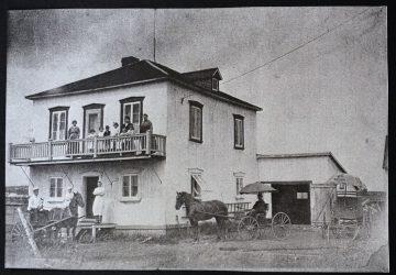 Premières installations en 1917 de ce qui allait devenir la Boulangerie DeMailly.